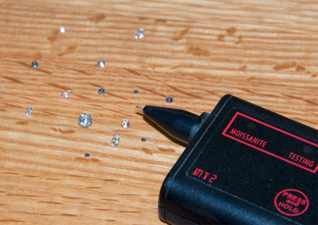 test clear stones with a moissanite tester