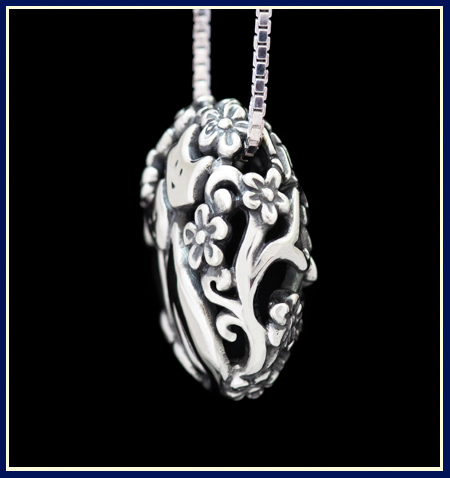 Cat bead filigree necklace in sterling silver by Jeni Benos side view